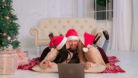 Vacanza invernale sorridente della famiglia del ritratto fotografia stock libera da diritti