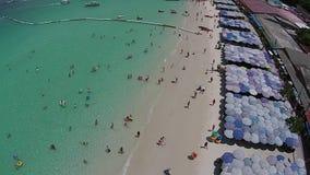 Vacanza sulla spiaggia stock footage
