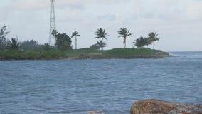 Vacanza tropicale delle onde di mar dei Caraibi stock footage