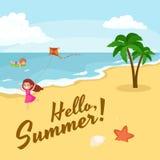 Vacanze estive dei bambini Bambini che giocano sabbia intorno all'acqua sulla spiaggia Immagine Stock