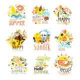 Vacanze estive felici Sunny Colorful Graphic Design Template Logo Set, stampini disegnati a mano di vettore royalty illustrazione gratis