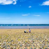 Vacanzieri sulla spiaggia Plage de la Baie de Launay Fotografia Stock Libera da Diritti