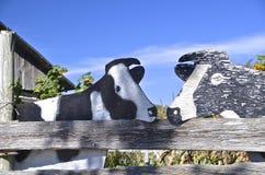 Vacas de madera de Holstein Fotografía de archivo