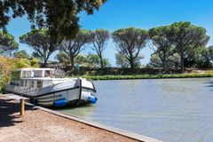 Free Vacation Boat In Canal Du Midi, Family Travel By Barge, Southern France Stock Photos - 107726793