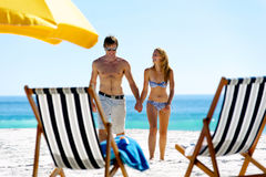 Vacation couple walking Royalty Free Stock Photos
