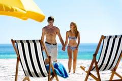 Vacation couple walking Royalty Free Stock Photos