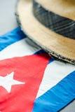 Vacation en Cuba, sombrero y bandera nacional Foto de archivo