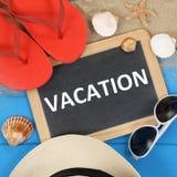 Vacation en la playa en verano con las gafas de sol Imagen de archivo libre de regalías