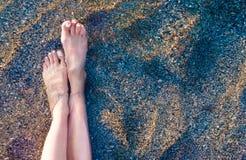 Free Vacation On Ocean Beach, Feet On Sea Sand Stock Photo - 117706850