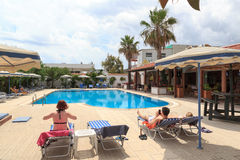 Vacationers relaxing at the hotel swimming pool in Rhodes Stock Photography