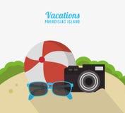 Vacations gli occhiali da sole paradisiaci della macchina fotografica della foto del beach ball dell'isola Fotografia Stock