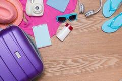 Vacations Konzept Feiertagskoffer Bereiten Sie für Reise vor stockfotos
