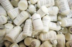 Vaccine Flaschen lizenzfreie stockbilder