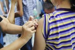 Vaccinering mot influensavaccin royaltyfri foto