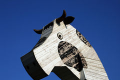 Vache en bois Photo libre de droits
