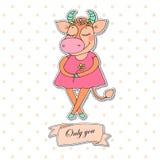 Vache mignonne avec les yeux fermés dans la robe rose Image libre de droits