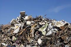 Vaciado inútil de la basura de la chatarra Foto de archivo