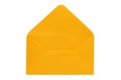 Vacie el sobre amarillo abierto en el fondo blanco Imagen de archivo libre de regalías