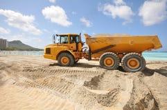 Vacie el tronco por completo de la arena en una playa Fotos de archivo