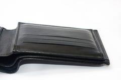 Vacie la cartera de cuero negra en un fondo blanco Imagen de archivo