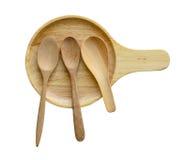 Vacie la placa y las cucharas de madera muchos tipos en el fondo blanco Imagen de archivo libre de regalías
