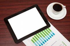 Vacie la tableta y una taza de café en oficina Imagenes de archivo