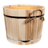 Vacie la tina de madera aislada para un baño Fotos de archivo libres de regalías