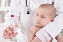 Vacina para a criança do bebê imagem de stock