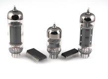 Vacuüm radiobuizen en microchips stock foto's