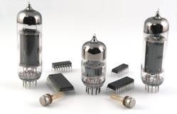 Vacuüm radiobuizen en microchips stock foto