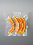 Vacuüm verzegelde papaja stock foto