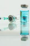 Vacuna en los frascos para la parada MERS-CoV Fotos de archivo libres de regalías