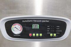 Vacuometer haut étroit et beaucoup commutateur de contact ou contrôleur de panneau de commande de scelleur de pointe et automatiq photographie stock libre de droits