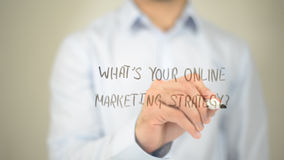 Vad är din online-marknadsföringsstrategi, manhandstil på den genomskinliga skärmen Royaltyfria Bilder