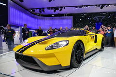 Vada över GT, sportbil på New York den internationella auto showen Arkivbilder
