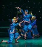 Vada ad una danza popolare di giusto-cinese del villaggio Immagini Stock Libere da Diritti