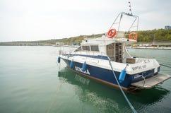 Vada in automobile l'yacht sul nuovo pilastro Sarafovo in Bourgas, Bulgaria Fotografie Stock Libere da Diritti