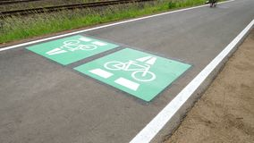 Vada in bicicletta la strada principale, l'itinerario Darmstadt del ciclo - Francoforte, Germania archivi video