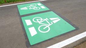 Vada in bicicletta la strada principale, l'itinerario Darmstadt del ciclo - Francoforte, Germania video d archivio