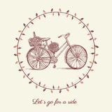 Vada in bicicletta lo schizzo disegnato a mano di vettore, bici dell'illustrazione dell'inchiostro vecchia con il cestino di fior royalty illustrazione gratis