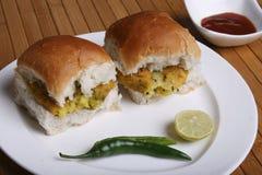 Vada Pav -一顿maharashtrian快餐 库存照片