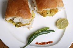 Vada Pav - maharashtrian закуска Стоковые Изображения RF