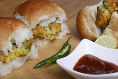 Vada Pav - maharashtrian закуска Стоковые Фото