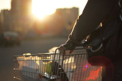 Vada shoping Immagini Stock