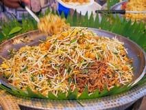 Vaddera thai, uppståndelsesmåfisknudlar i thai stil, Royaltyfri Bild