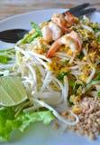 Vaddera thailändsk mat för småfiskRicenudeln av Thailand Arkivbilder