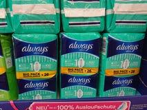 Vadderar alltid ultra till salu på supermarkethylla Royaltyfri Foto