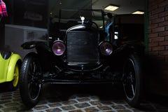 Vadear o fundo retro luxuoso marrom júnior escuro da obscuridade da limusina de Cabrio do carro de Adler Trumpf do carro do vinta foto de stock royalty free