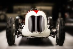 Vadear um estilo de V8 Monoposto Indianapolis da opinião dianteira de carro de competência do vintage de 1936 americanos Fotografia de Stock