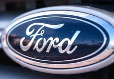 Vadee el logotipo en el tope del nuevo coche fotografía de archivo libre de regalías
